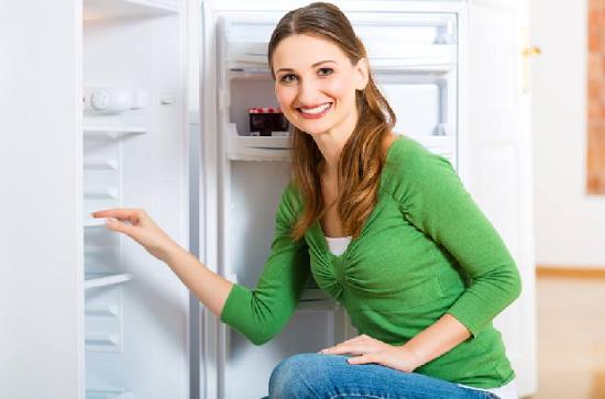 pulire il frigo con prodotti naturali detersivi